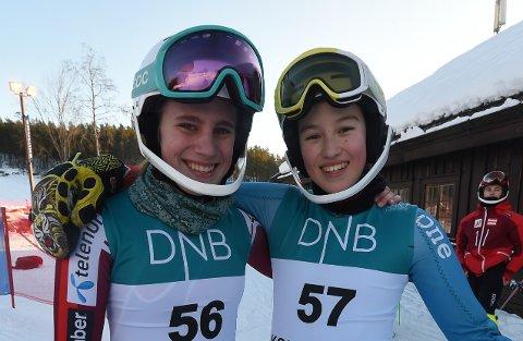 BLIDE ALPINJENTER: Anne Winjans (t.v.) og Vanessa Løver syntes det var stas å kjøre FIS-renn i Funkelia. FOTO: OLE JOHN HOSTVEDT