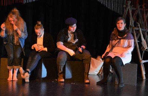 "Elever fra Vestvågøy kulturskole imponerte da de fremførte dramaet ""Det gode mennesket fra Sezuan."