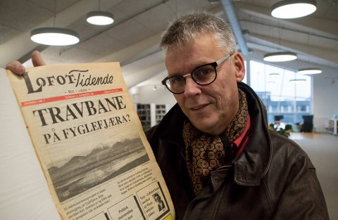 FØRSTE: Kenneth Grav, her med aller første utvage av Lofot-Tidende.