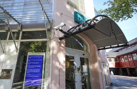 Klare skiller: DNB i Moss er en av mange banker hvor bank og eiendomsavdeling er samlokalisert, men hvor det også er fysiske skiller mellom de to enhetene, slik Finanstilsynet krever.