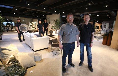 STOLTE EIERE: Thomas Voldmo og Tor Vestby er stolte av hvordan butikken på Årvoll har blitt.