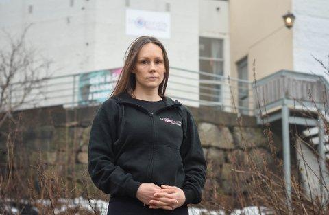 MØRK FRAMTID: – Hvis vi ikke snart får hjelp eller får drive virksomheten, går vi en ganske mørk framtid i møte, sier Aina Jakobsen, daglig leder i Inspirals Pole & Aerial.