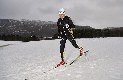 DRØMMER SEG TILBAKE: Viggo Reinert har i mange år vært med på å realisere  drømmen for namdalske skientusiaster. Koronaen har stoppet alle reiser i år. Nå må Otterøy-mannen nøye seg med skiturer på hjemlig snø, mens han håper han rekker et par turer til de italienske fjell før han setter stopp som reiseleder.