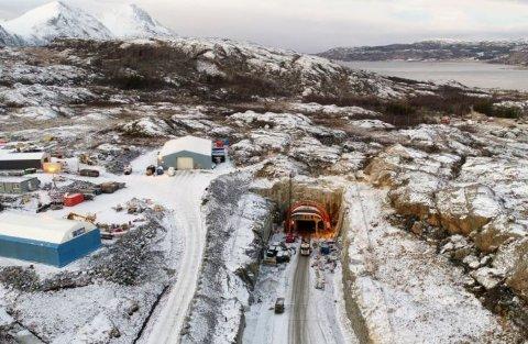 ANMELDER ALLE: Senest i juleferien var det flere bilister som tok seg gjennom den uåpnede Kvernsundtunnelen, som er en del av Bjarkøyforbindelsen. Foto: Thomas Rolland, Statens vegvesen