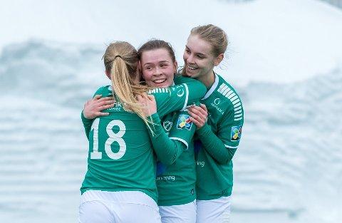 I FLYTEN: Fløyas A-lag har har tatt 10 poeng på fem seriekamper hittil. Med det er grønntrøyene på 2. plass på tabellen, tre poeng bak serieleder Øvrevoll/Hosle med en kamp mindre spilt.