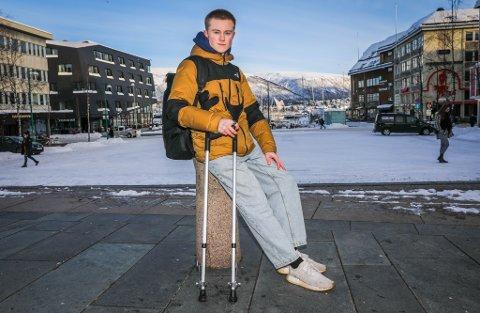 BRÅSTOPP: Landslagsturner Iver Oprand Heggelund havnet på operasjonsbordet etter litt lek med fotball i oppvarmingen.