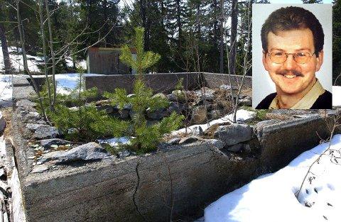 Ruinene etter hjemmet til Knut Øyvind Mo (innfelt) på Tonsåsen.