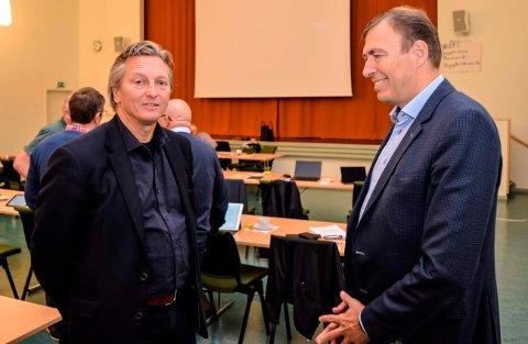 VIKTIG SAK: - Utviklingen av Riksveg 4, Gjøvikbanen og trafikken gjennom Gjøvik by er en veldig viktig sak for oss, sier Gjøvik-rådmann Magnus Mathisen (t.h.). Her i samtale med Jarle Snekkestad, prosjektleder i Stor-Oslo Nord.