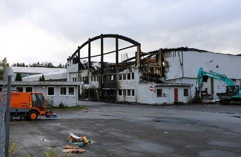 UTBRENT: Bygningen i Moelv ble totalskadet i brannen 30. september der to personer ble funnet omkommet.