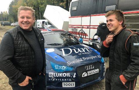 Tord Linnerud (t.v.) mener Emil Sivesind har et helt spesielt kjøretalent - og kan nå langt  i motorsport om han er villig til å legge ned den jobben som trengs.