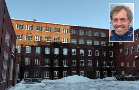 Ulf Bjerknes (innfelt) overtar som daglig leder av O. Mustad & Søn etter John Are Lindstad.