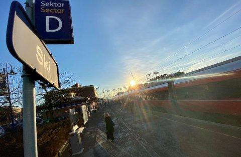 STENGES: Deler av Østfoldbanen stenges for togtrafikk i påskehelgen.