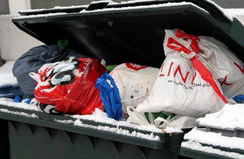 HOPER SEG OPP: Mange kaster all søpla i restavfallet etter hytteturen. (Illustrasjonsfoto)