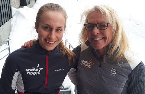 SAMMEN PÅ START: Stine Johansen (til venstre) debuterer i Birkebeinerrennet. Der går hun sammen med sin egen trener, Anita Moen, som har vunnet Birken fire ganger.