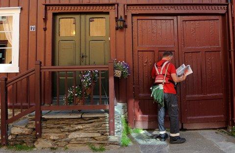 TRUET POSTBUDET: Postbudet var bare ute på ruta si, men ble truet av mannen som nå må møte i retten. Illustrasjonsfoto: Birger Morken/posten.no