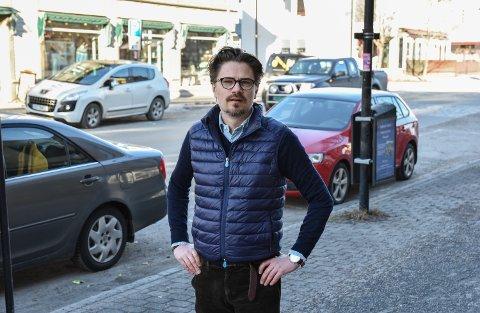 AVVENTENDE: Sentrumsforeningens Tore Søsveen tviler på om bompengene får noen særlig betydning for handelen i Elverum.