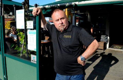 SKUFFET: Odd Arne Ørbakk på Brødr. Stensby's Eftf. er skuffet over at regjeringen innskrenker de nasjonale skjenkereglene. – Vi mister en tredjedel av den allerede barberte omsetningen vi har, sier han.