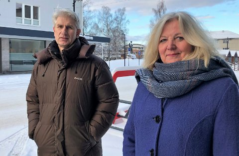 SER MULIGHETEN: Ordfører Lillian Skjærvik og daglig leder i Elverum Vekst Odd Erling Lange ser muligheten for å få Skogbrukets kursinstitutt til Elverum.