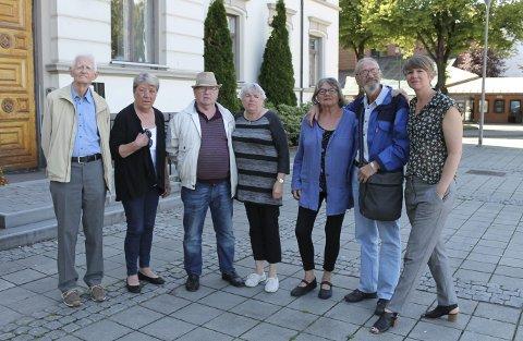Knut Andreassen (f.v.), Karin Olsson, Kristian Aanes, Marit Krätzel, Elsa Jørgensen, Marius Hansen og Vibeke Lie. Gruppa planlegger likevel å reise på turné i Danmark til høsten, ved hjelp av penger de allerede har tjent inn.