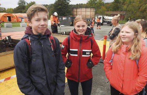 Mathias Sortedal, Adina Welle Holte og Oline Nilsen Esprum syntes det var mye interessant å se i Krogshavn, da de var på omvisning under SCOPE-øvelsen onsdag.