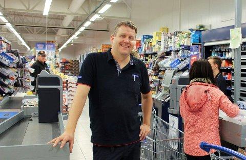 Kjøpmann på Rema 1000 Heistad, Frode Svarstad-Elverhøy ser ikke bort fra at han vil holde nattåpent også til påsken.