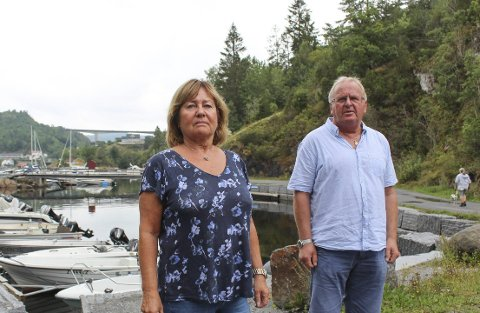 Nå håper ekteparet at utvalg kan få saken på skinner slik at de kan bygge nytt hus her overfor båthavna.