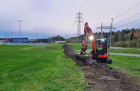 Dugnadsgjengen i IL Hei i full gang med å lage nytt og større anlegg for snøproduksjon på Heistad.