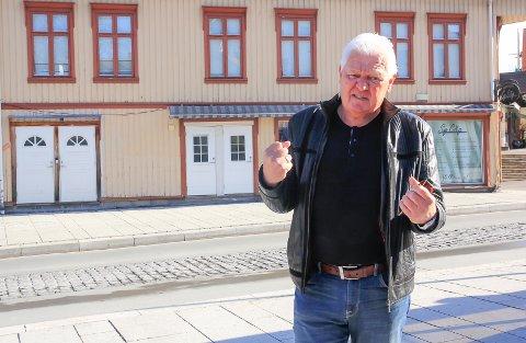 FORBANNET: – Det hjelper ikke om byggene er fredet eller er verneverdige med en eller annen bokstav. De forfaller og jevnes uansett med jorda til slutt, tordner Gunnar West Sørlie (Porsgrunn INP).