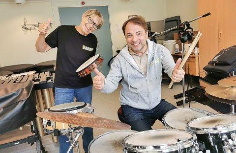GLEDER SEG: Nestleder og produsent, Elin Aas, og rektor Morten Hagevik, er kjempefornøyd med antall påmeldte til et nytt år med kulturskolen
