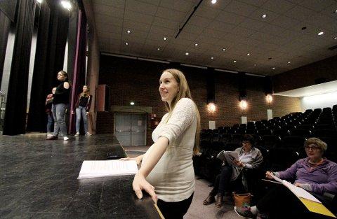 SLUTTER ETTER FIRE ÅR: Janne Hea Svebakken har satt opp flere imponerende forestillinger med de unge teaterspirene i Rakkerungene barne- og ungdomsteater. Nå har hun sagt opp sin stilling og en erstatter søkes.