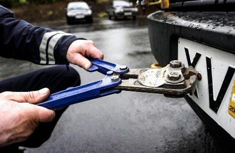 Fem biler ble avskiltet i Rakkestad på onsdag.