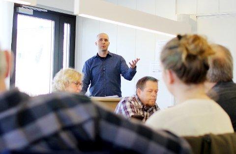 VARIERER: Nav-leder i Rakkestad, Christian Hjulstad, forklarer at det er stor variasjon i årsakene til uføretrygd.