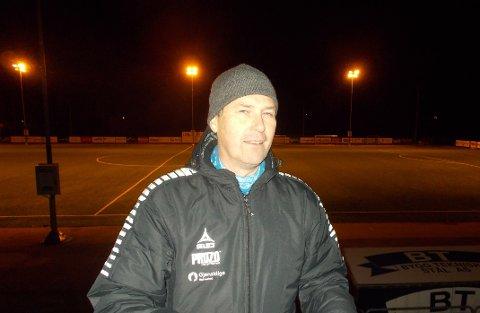 I tenkeboksen: Rakkestad-trener Ole Jørgen Nordahl er nå i tenkeboksen, og kan på nærværende tidspunkt ikke si om han fortsetter med RIF i 2022 eller ikke. (Foto: John Byman)