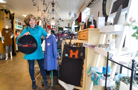 Anne-Lise Larsen har drevet designbutikk på Hemnesberget i ti år. Bildet er tatt ved en tidligere anledning.
