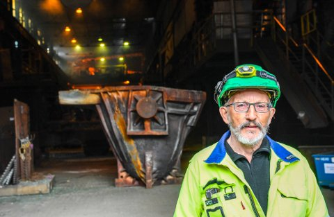Gunnar Andreas Kildal, tillitsvalgt i Fagforbund Industri Energi ved Ferroglobe, sier at ni operatører over 62 år i bedriften har takket ja til sluttpakke.
