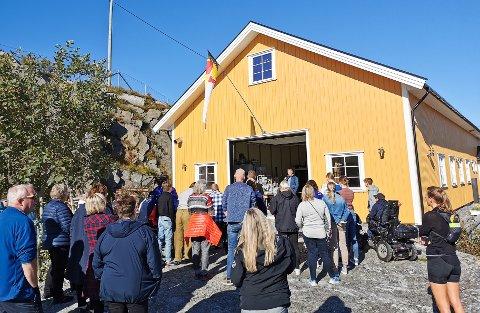 Træna kystlags sitt kystkulturhus. Under åpningen lørdag 11. september kom det nesten hundre personer.