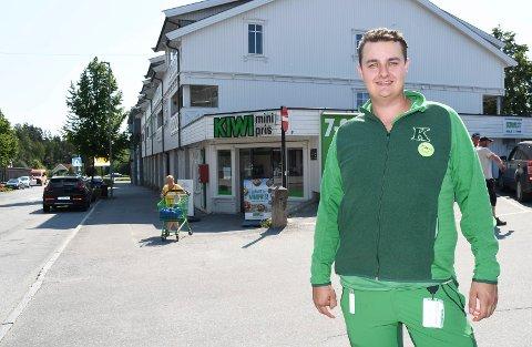 Kremmer: Marius Doksrød stortrives som butikksjef i Moelv.
