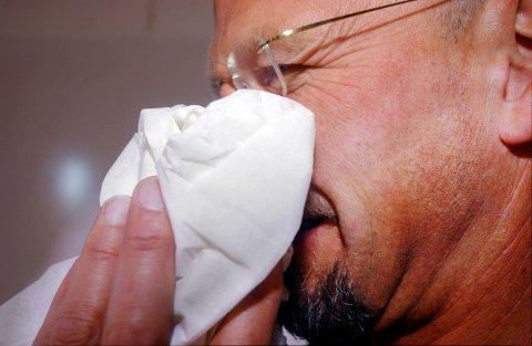 Influensaen har kommet for fullt. Hold deg hjemme fra jobb når du er syk, anbefaler kommuneoverlege Karin Møller.