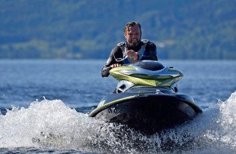 Kenneth Johansen kjører ofte vannscooter på Tyrifjorden. Bildet er tatt ved en tidligere anledning.