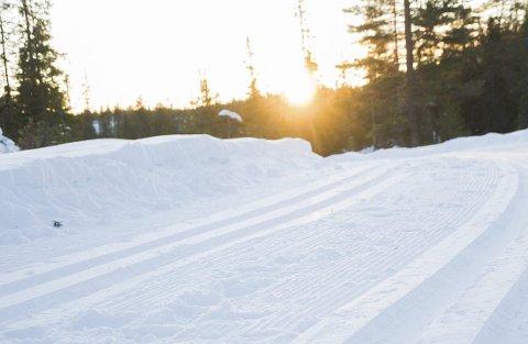 På Vikerfjell er det fortsatt snø nok til skiløyper, men ved mye vind i helgen vil de lavereliggende løypene bli prioritert.