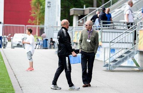 SKUFFET STYRELEDER: HBKs styreleder Jon Erik Nygaard (t.h.) sier han i sin naivitet hadde forventet en sterkere seriestart. Nå vil han styrke apparatet rundt hovedtreneren.