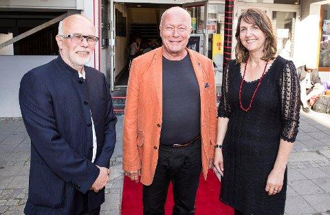 Bringer filmfestival til Hønefoss: Kurt Salo (t.v) og Ivonne Salo (t.h) planlegger filmfestival for ungdom i Hønefoss. I fjor var det skuespiller, Nils Ole Oftebro, som åpnet filmfestivalen da den gikk av stabelen i Langesund.
