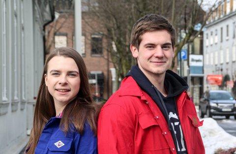 Ingvild Angelsen (18) og Henrik Hagen (18) er med å arrangerer en annerledes russedåp.
