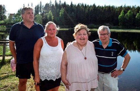 TUSEN MILLIONER TAKK: - Tusen millioner takk er ikke en eneste takk for mye, sier Kari-Anne Kleven og samboer Odd Hølen (t.h.) i gjensynet med livredderne Ann Lisbeth og Terje Andreassen på badeplassen ved Skrankefossfløyta.