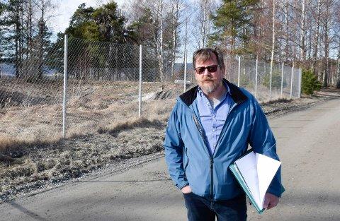 TATT TAK I: Tom Erling Andersen er glad for måten Ringerike kommune, Mattilsynet og Statsforvalteren har tatt tak i saken på.