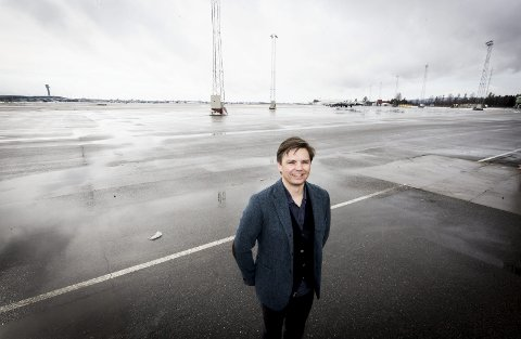 Ærefull medalje: Helikopterpilot Espen Lauritsen får forsvarssjefens innsatsmedalje 8. mai. Foto: Lisbeth Andresen