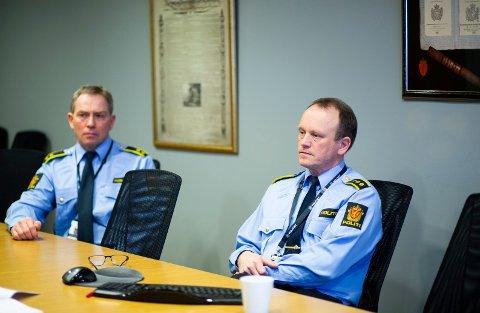 ETTERFORSKERE: Avsnittsleder John Inge Bråthen og seksjonsleder Bjørn Bratteng jobber med å finne  savnede personer. Med årene er arbeidet blitt stadig mer krevende.