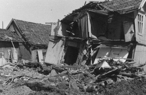 BAKKERHUSET: Slik så det ut i Sørumsgata 28.  I kjelleren satt åtte personer, som alle omkom.
