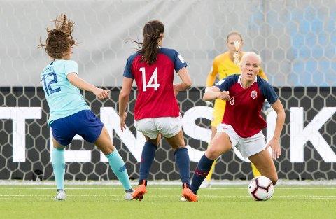 Maria Thorisdottir (til høyre) gjorde en stor tabbe i 0-1-tapet for New Zealand. Foto: Terje Pedersen / NTB scanpix
