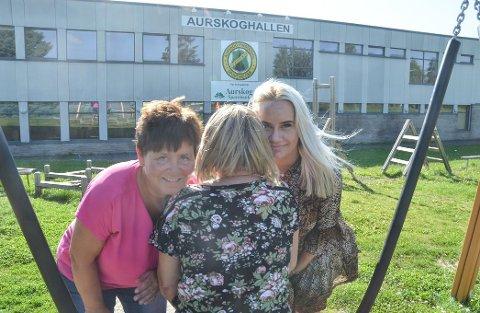 SAMLER INN PENGER: Datteren Tina Mikkelrud og venninna Anita Kopperud står bak innsamlingsaksjonen som kan sørge for at kreftsyke Trine Jørgensen får medisin som kan forlenge livet. Til nå har det kommet inn 220.000 kroner. FOTO: ROGER ØDEGÅRD